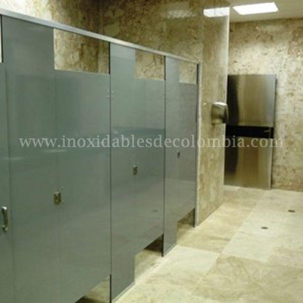 Divisiones y puertas para baños